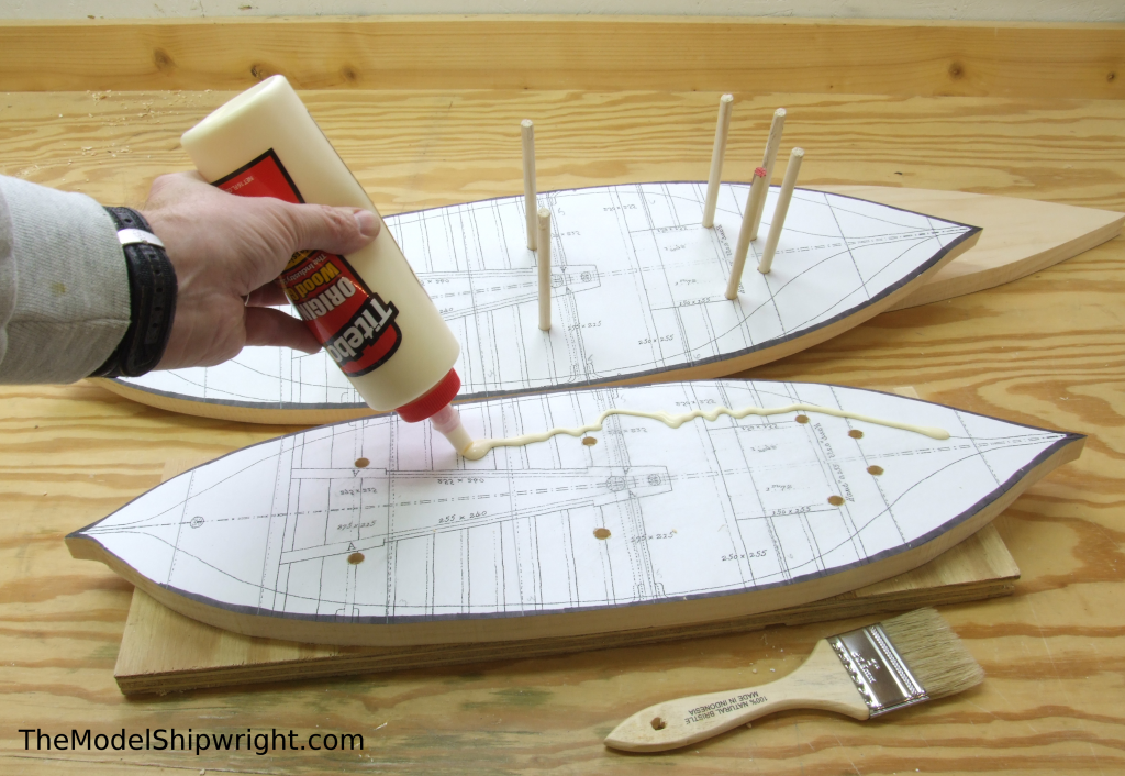 Applying glue, Ship model, Arab, Sambouk, dhow, scratch-building, solid hull, bread-and-butter, sawing, lifts, gluing, clamps