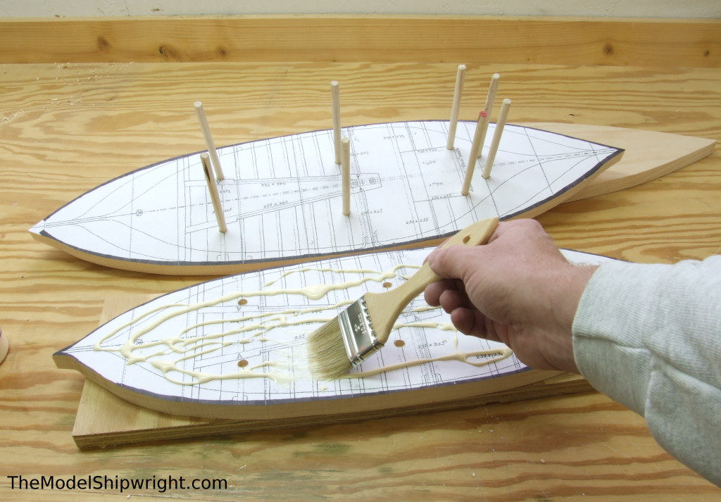 Spreading glue, Ship model, Arab, Sambouk, dhow, scratch-building, solid hull, bread-and-butter, sawing, lifts, gluing, clamps